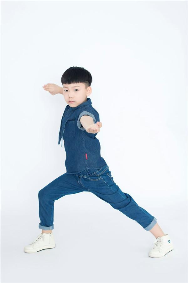 马铭泽-功夫小童星亮相首届华语CCTV五一国际劳动节群星文艺晚会