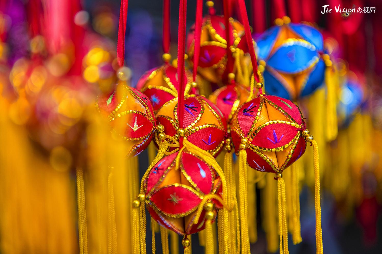 时_当你在广西旅游时,有女孩子向你递过一个绣球,她也许表达的是一份爱慕