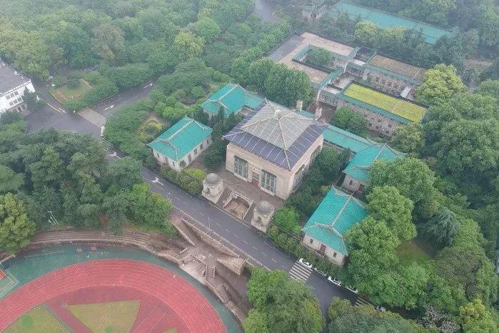 教育 正文  武汉大学行政楼,建于1936年1月,坐南朝北,占地 8140平方米