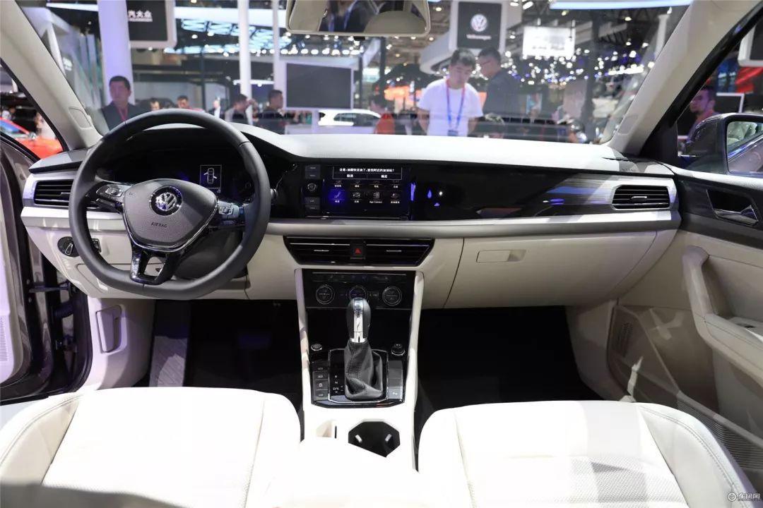 汽车 正文  尽管大众的内饰并不用抱多大期望,但是朗逸的内饰还是让人