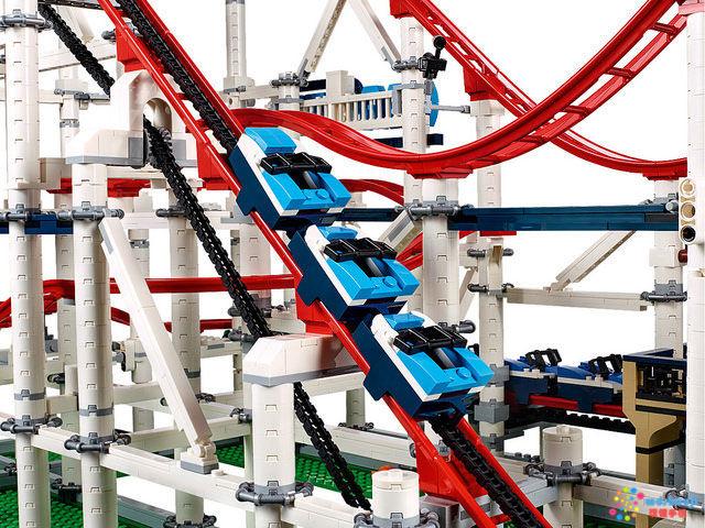 乐高lego推出超大过山车拼装玩具 零件超过4000个