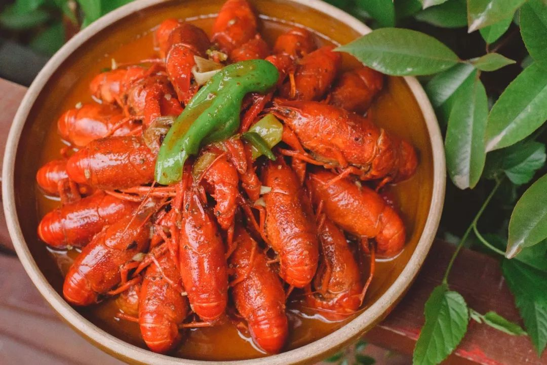 说实话,美国大龙虾和中国大闸蟹,哪个更好吃.