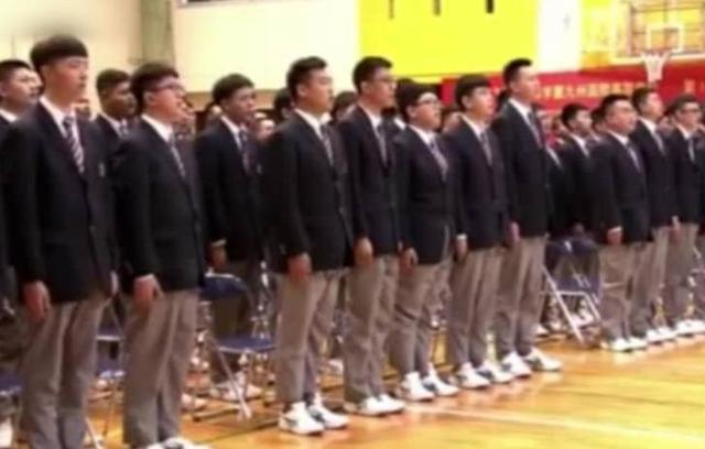 日本一高中開學集體唱中國國歌,背後原因令人深思