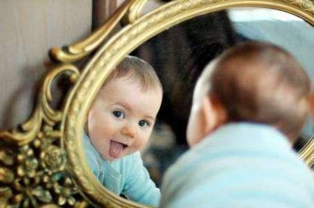 宝宝玩镜子要注意几个问题?