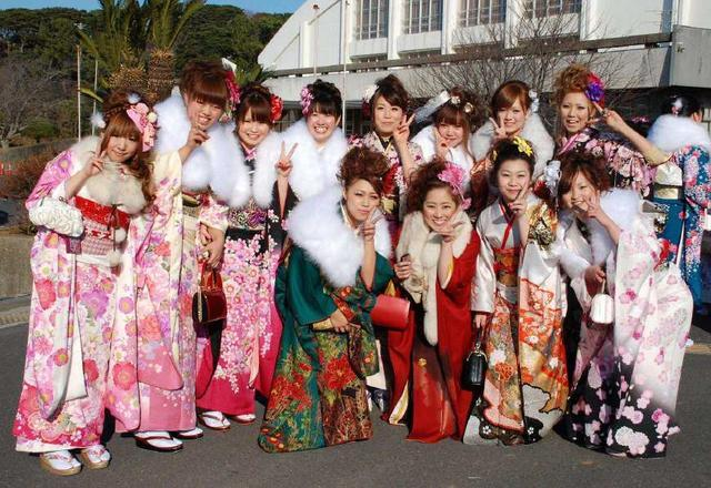 日本一高中开学集体唱中国国歌,背后原因令人深思