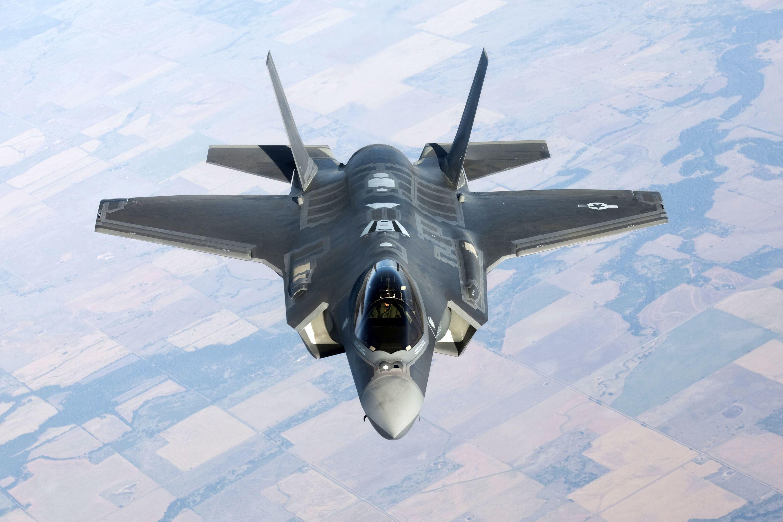 多架F-22飞往东北方向,两款五代机齐聚,美国到底想干啥?