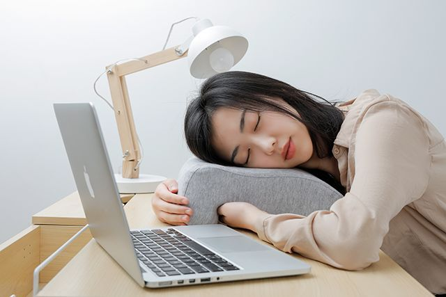 专为办公室趴睡族设计的午睡枕脖子不酸手不麻
