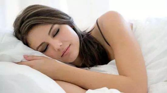 懒人瘦身术!睡窦文涛图片眠减肥法补对胺基酸好享瘦