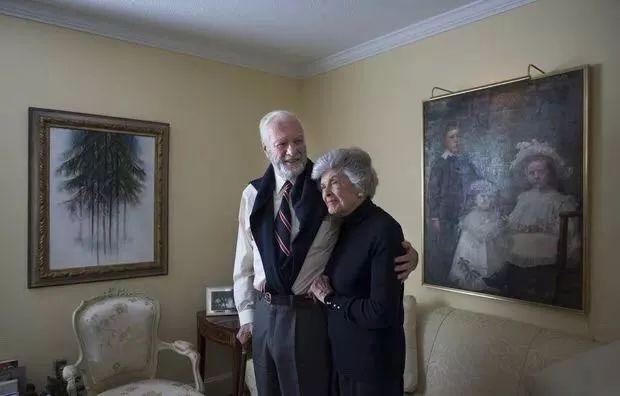相識6天閃婚,相守73年,臨終選擇震驚世人……世間最美好的愛情都寫在這對老夫妻的臉上!