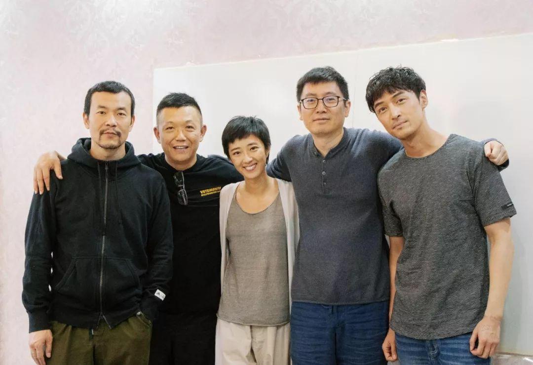 从左至右:廖凡、和力辰光董事长李力、桂纶镁、刁亦男、胡歌