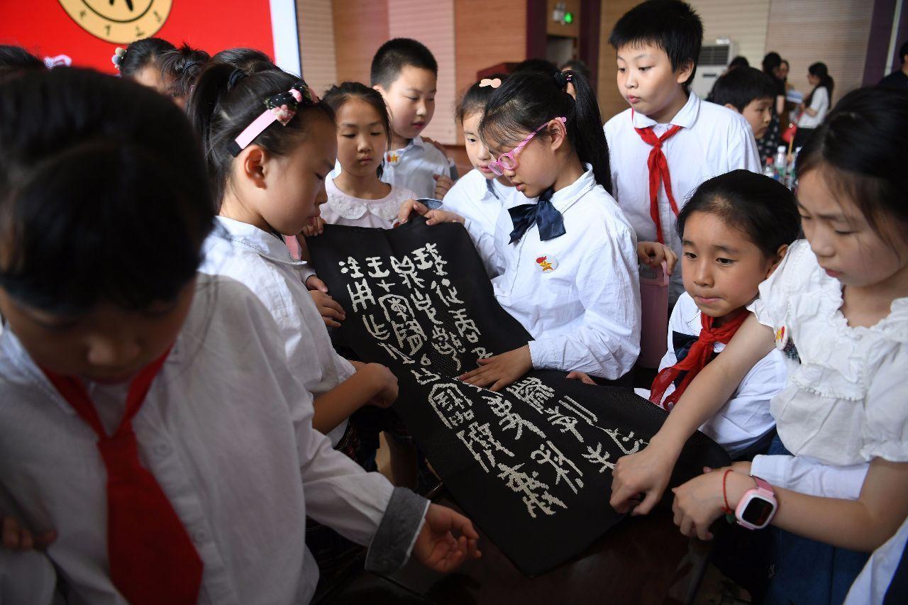 「甲骨文學堂」進校園 讓學生感受古文字帶來的樂趣