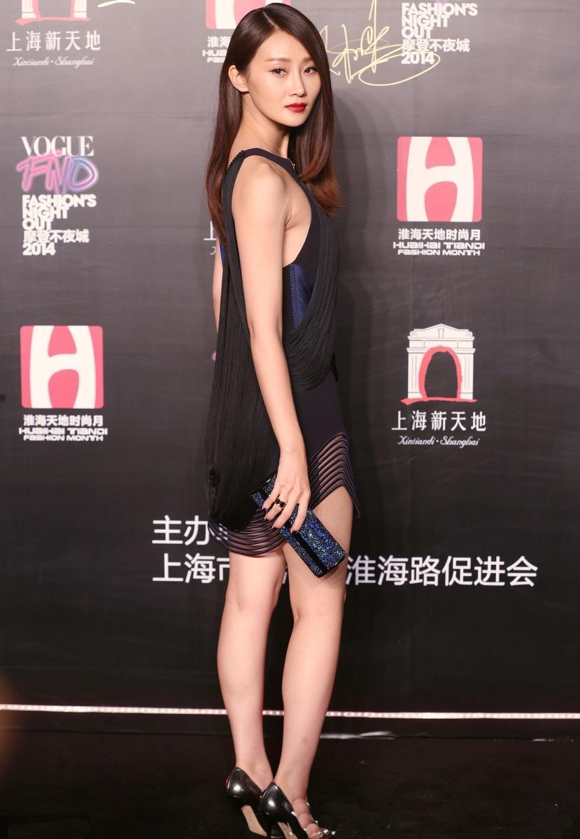四线女明星名单_三四线女星的辛酸, 如果不穿这样的礼服, 媒体镜头根本不会对着她