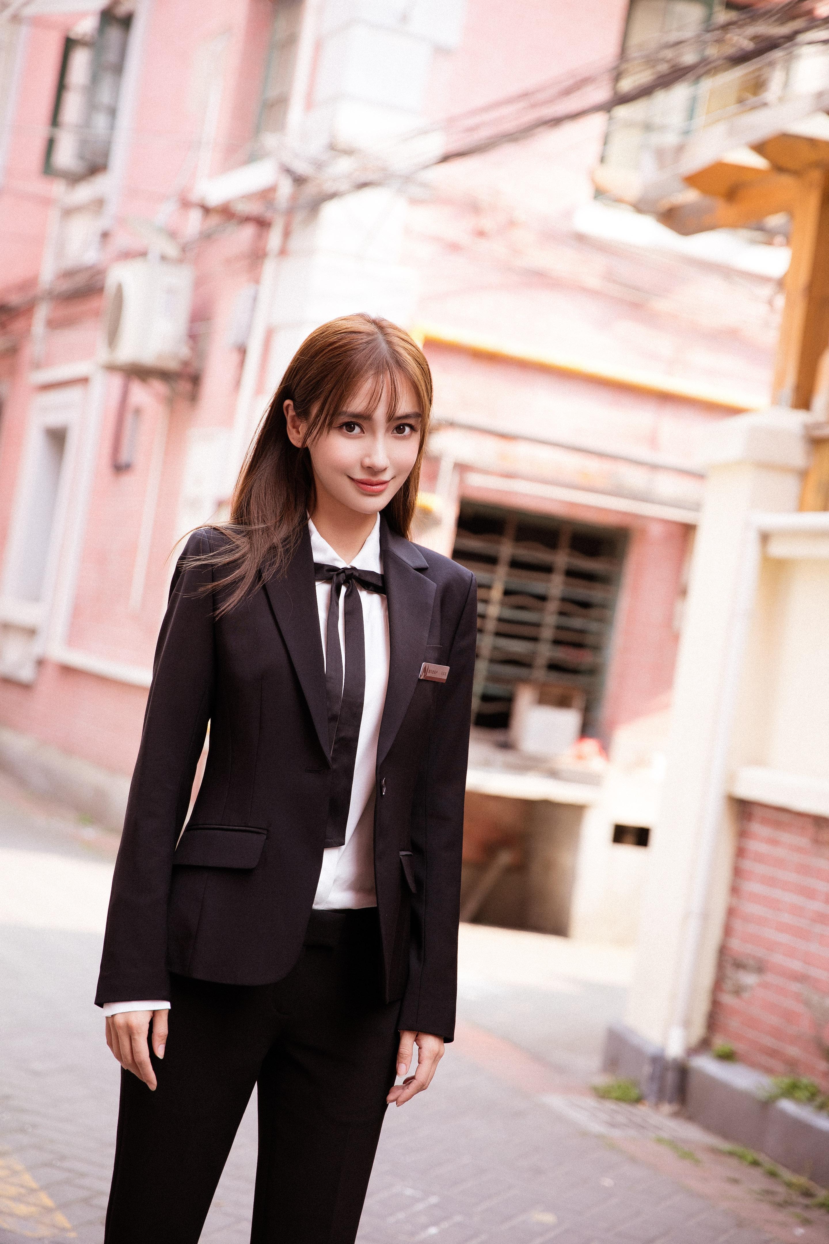 杨颖穿黑色西装剪空气刘海,意外撞脸沈梦辰,网友:到底图片