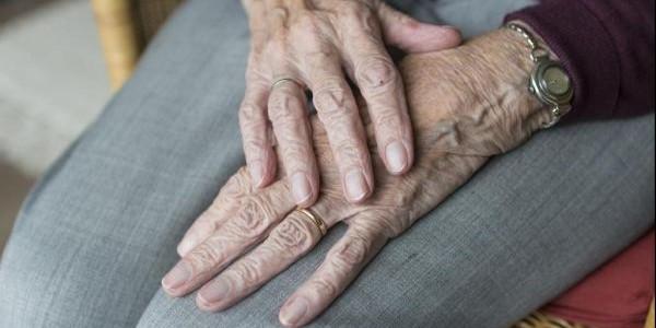 心理干预有助于治疗老年人慢性疼痛