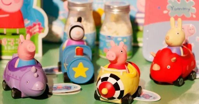 奔跑在娱乐大道上的《小猪佩奇》,现在撞上了盗版手游图片