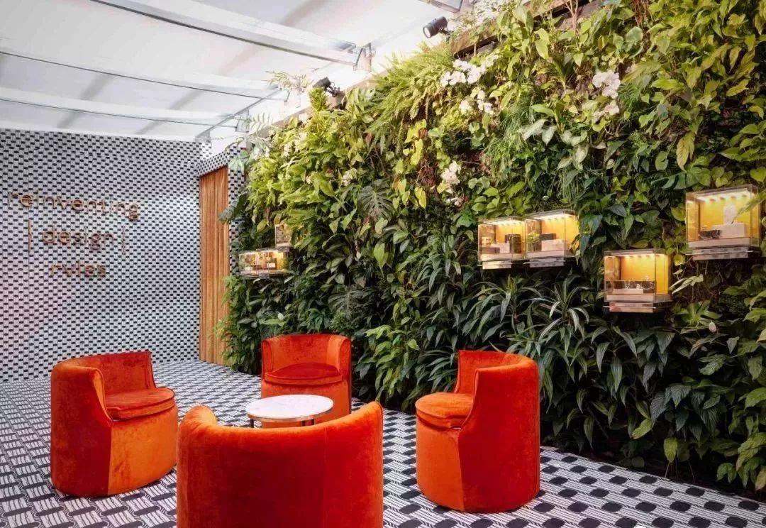 大鸡吧愹il�`�����_il giardino花园,镜面立方空间装置镶嵌满了\