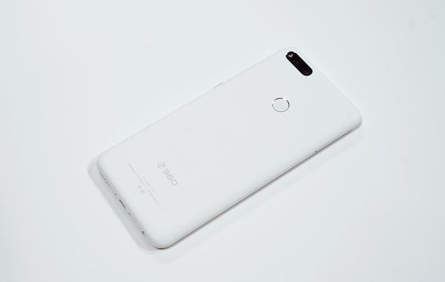最新手机�yn�-a:+�_360手机n7月岩白现场真机图赏:颜值超高的亲民级游戏利器