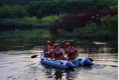 城事| 绵阳男子3米深水塘中划船喂鱼,不慎落水身亡!