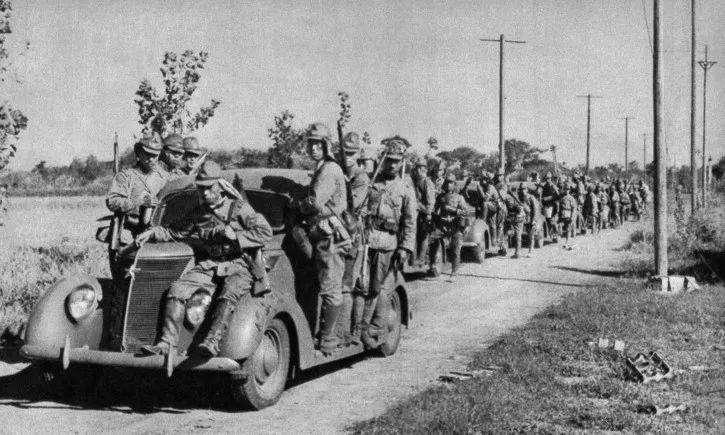 二战戏剧性一幕,被包围的英军听着,包围你们的日军快要饿死了