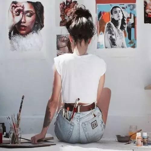 会画画的女生,一举一动都带着美的气息!_搜狐文化_搜狐网
