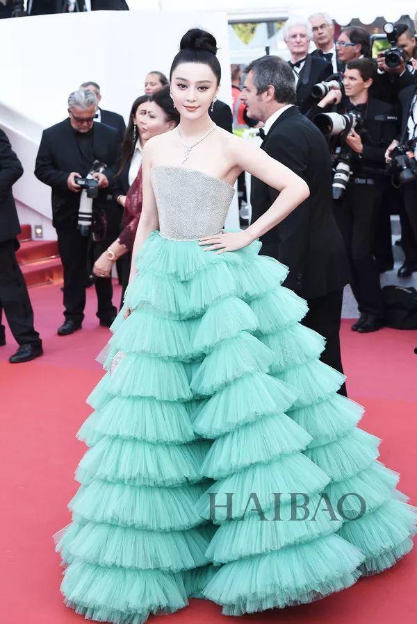 范冰冰现身2018第71届香港国际电影节开幕式红毯戛纳电影黑帮老大和自己激情女人图片