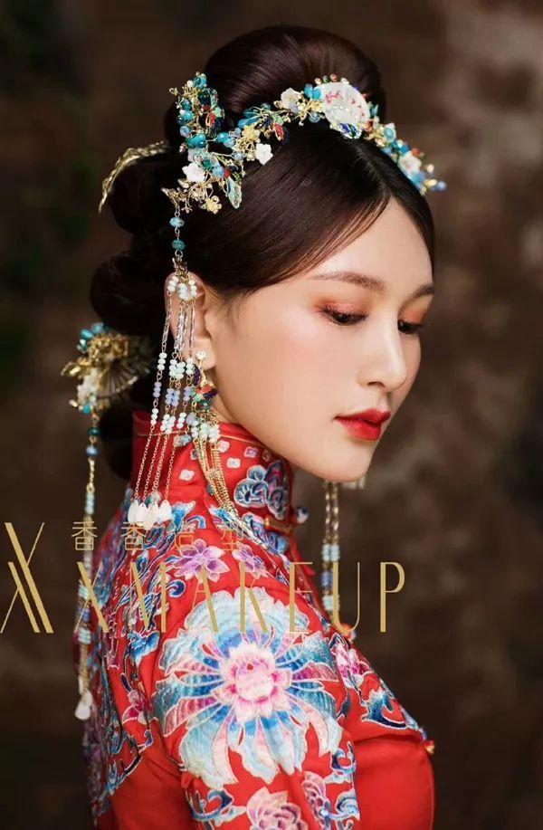 中式新娘造型成为众人追捧的新娘造型, 她不仅仅的是我国传统服饰, 5