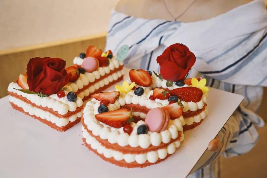 十八岁蛋糕_特别的数字蛋糕代表着妈妈永远十八岁.
