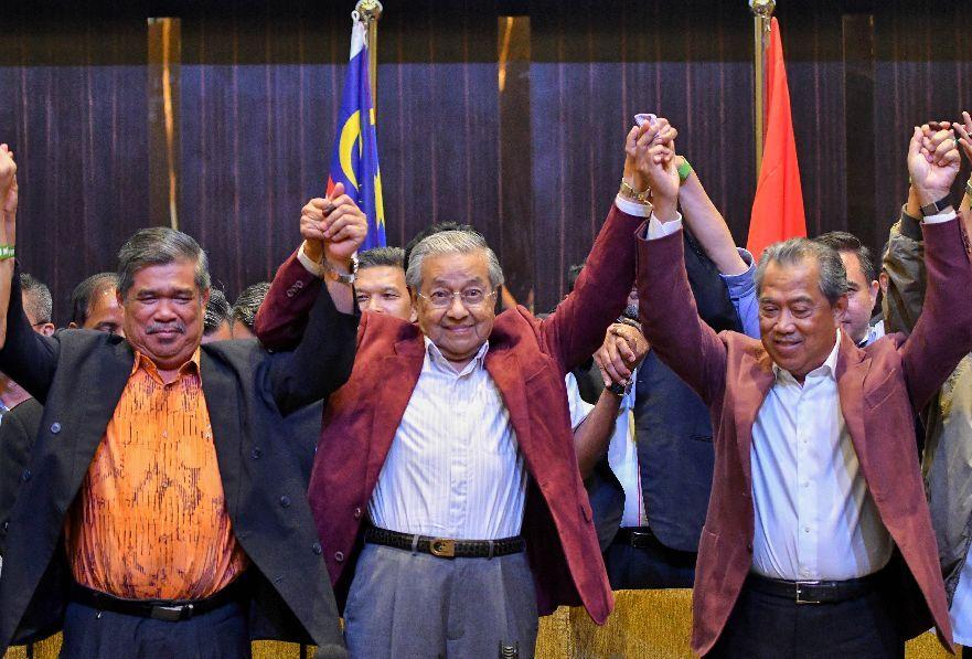 马来西亚61年来首换执政党:选中的为何是92岁的他?| 新京报专栏