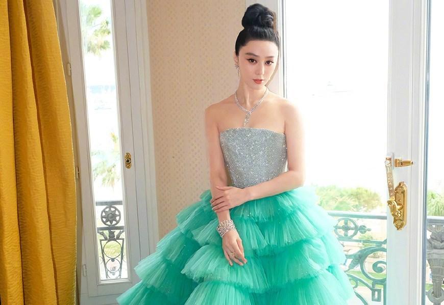 范冰冰绿色蛋糕裙再次惊艳红毯,50亿票房女主卢靖姗好低调