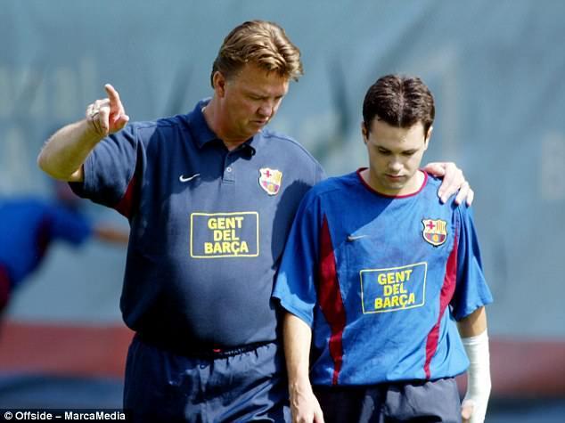 教练帅_伊涅斯塔:范加尔是最重要的教练瓜帅是我导师