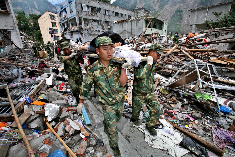 亲历汶川地震救灾摄影师公开采访手记,大量灾区照片首