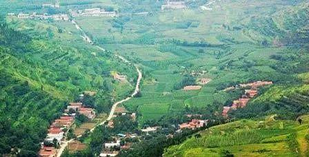 """自然风景优美,济南有七十二名泉,莲台山有七十二洞,以""""娄敬洞"""",""""朝阳"""