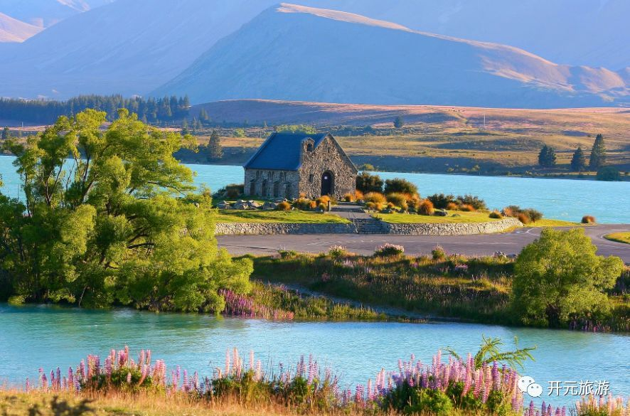冰島以它的奇觀而聞名,這兒有脫俗的瀑布之島,荒涼的海灘,熱氣騰騰的瀉湖,高聳的山峰和翠綠的山谷。 很大程度上,是這種視覺樂趣讓這個國家如此適合自駕游開車從一個地方到另一個地方成為旅行很重要的一部分,你可以打開房車,喝一杯茶或吃一份午餐,享受美景。