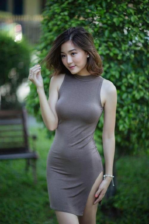 街拍 成熟女人穿上包臀裙,风韵犹存,彰显浓郁女人味 北京时间图片
