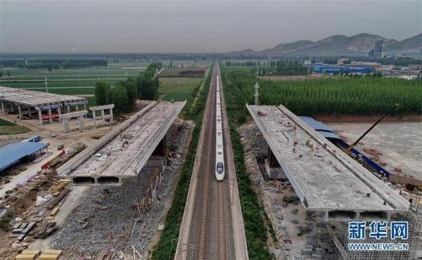 京秦高速河北玉田段跨京哈铁路特大桥正加紧施工