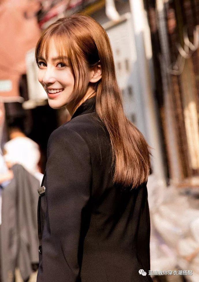 秦舒培,秦海璐,angelababy一身黑色正装 披散棕色长发 空气刘海图片