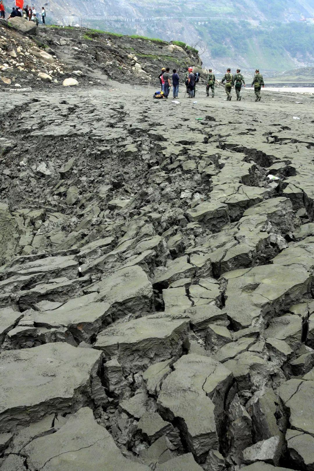 四川地震感动事迹图片