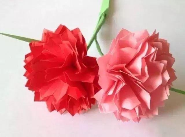 正文  明天就是母亲节了,今天特别分享一篇简单的关于康乃馨的折纸