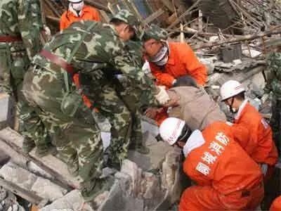 四川地震感动故事图片