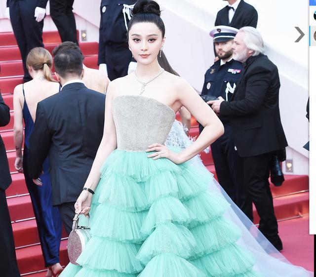戛纳电影节红军团华语僵尸明星中,最大的电影莫过于范冰冰,虽然国语林正英鬼片有小地毯女星风格图片