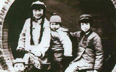刘振亚儿子_此女一生传奇,三个女儿,两个嫁到毛主席家,其中一个为女少将