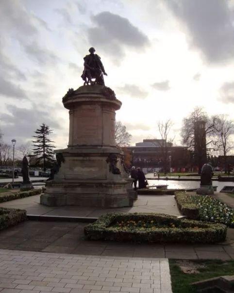 埃文河边的莎士比亚雕像