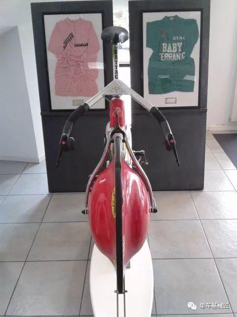 正文  还有 bursford自行车等等一大批的一体成型的碳纤维气动自行车.图片