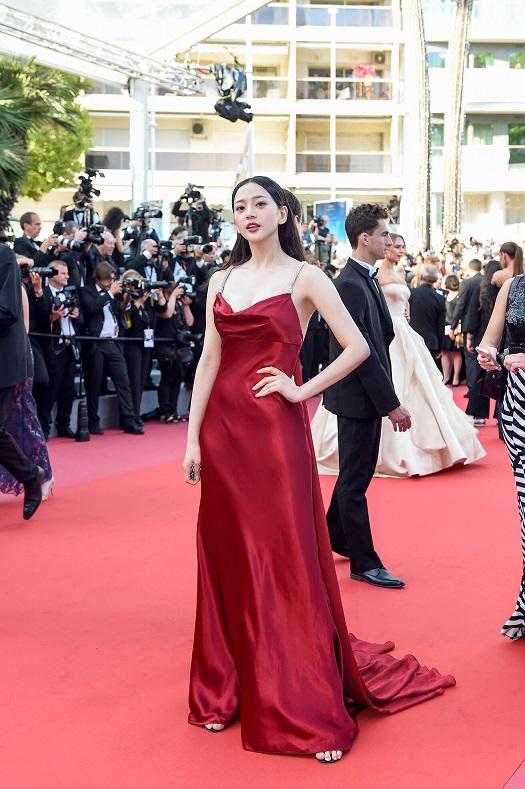 人气性感唐本理论首映韩国电影节,《太阳之女》演员出席礼戛纳全球电影女明星图片