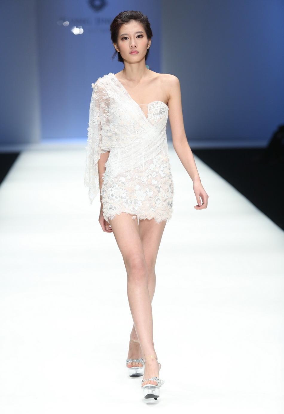 模特T台走秀的服装与化妆造型首选澜化妆造型工作室
