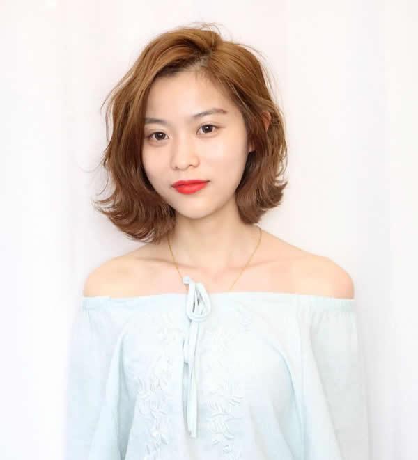 今年的女生发型设计,还是要沾点网红感才更时髦!图片