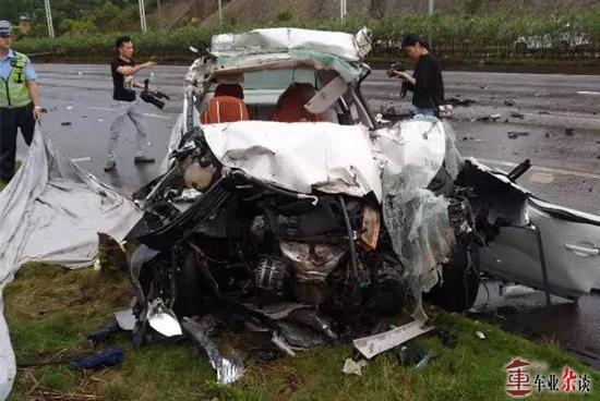 又是大车事故,面对大车我们应该注意些什么? - 周磊 - 周磊