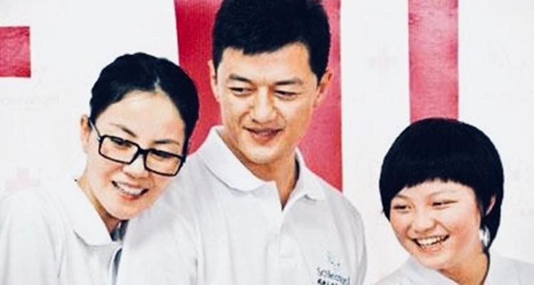 李亚鹏晒王菲旧照 十年的纪念
