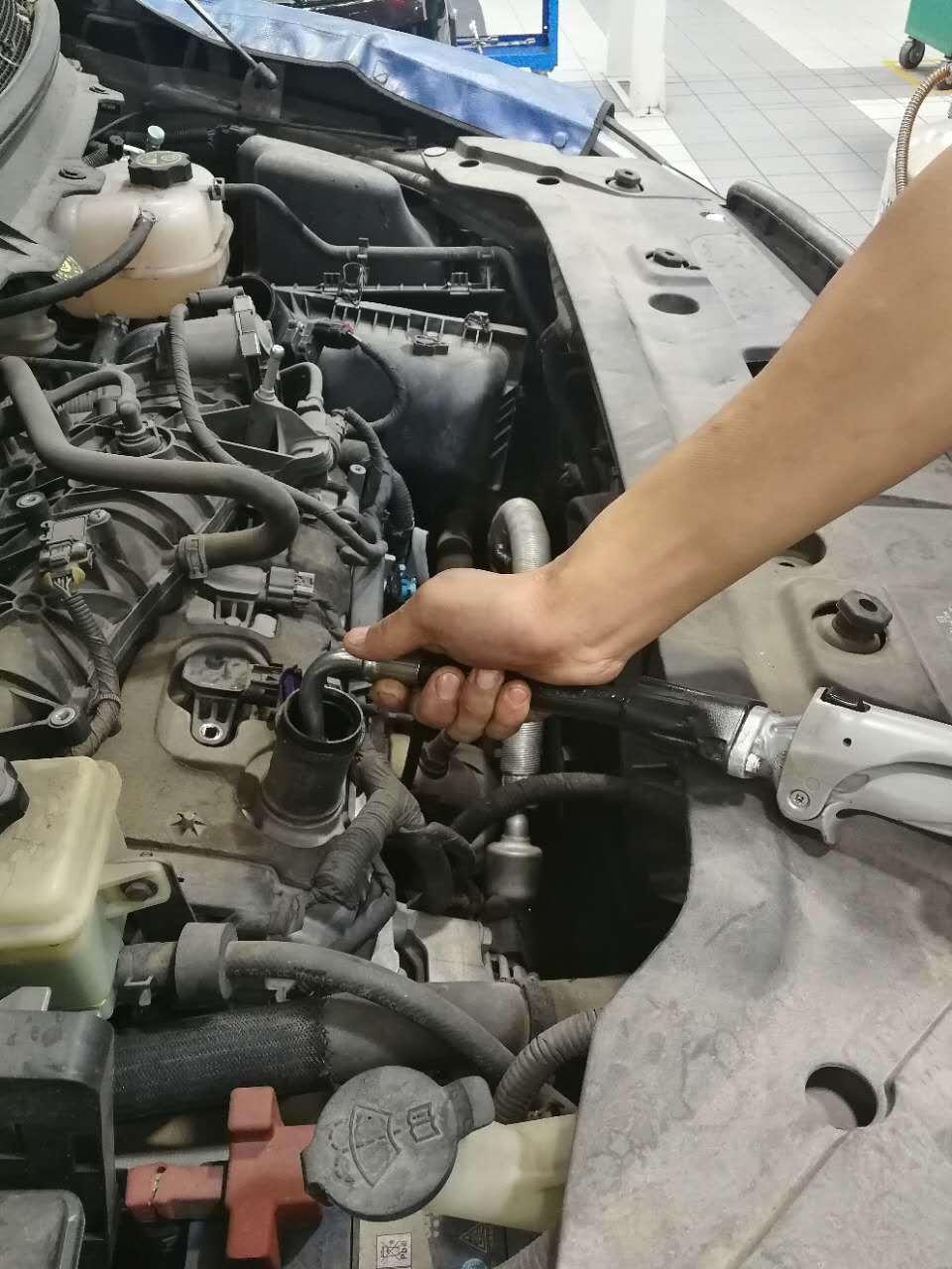 如何彻底更换机油:要换就换的彻底,抽机油没毛病!