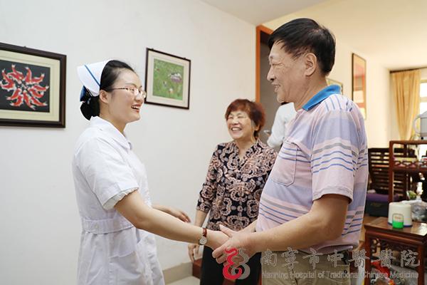 南宁市:南宁市中医医院石姗姗同志、黄其婧同志获奖